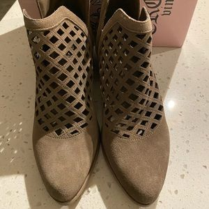 Crown Vintage Taupe Suede Bootie Size 7